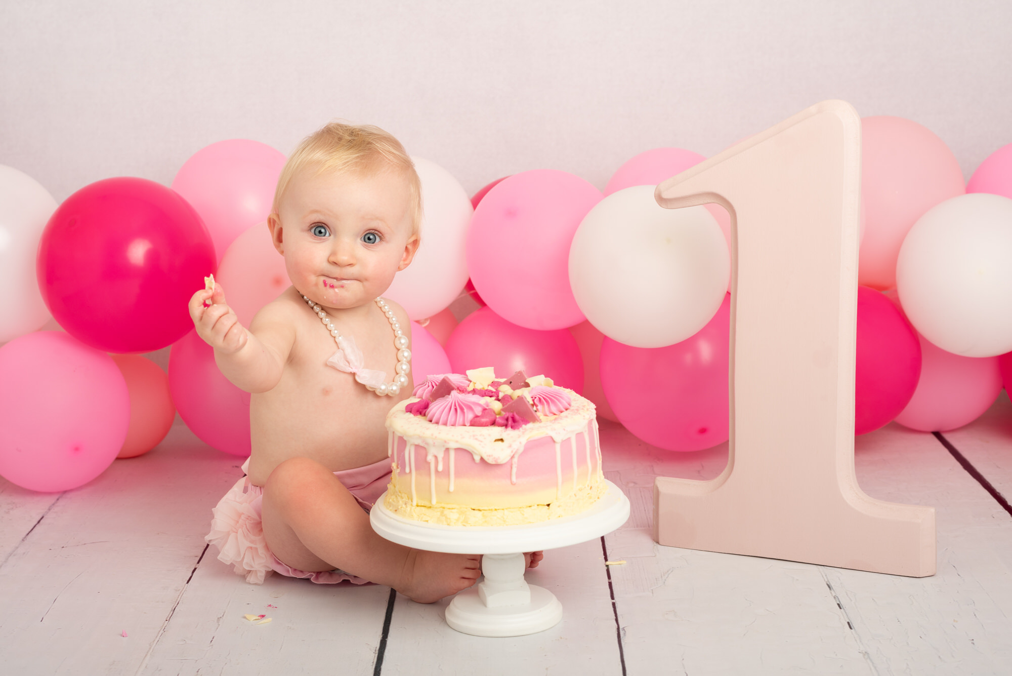 cake_smash_photography_session_with_balloons