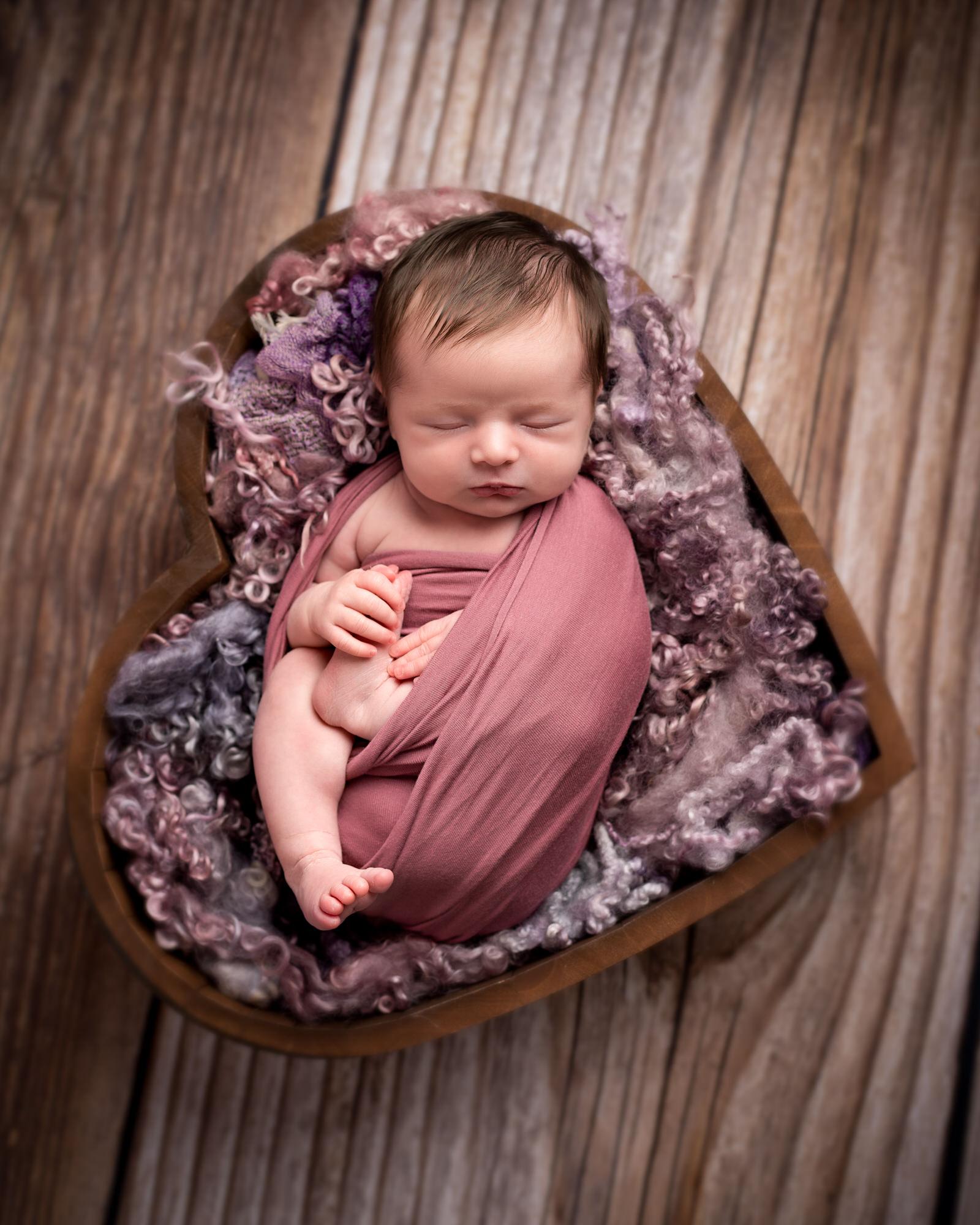 Newborn_baby_photographer_dudley_midlands_posing_in_bed