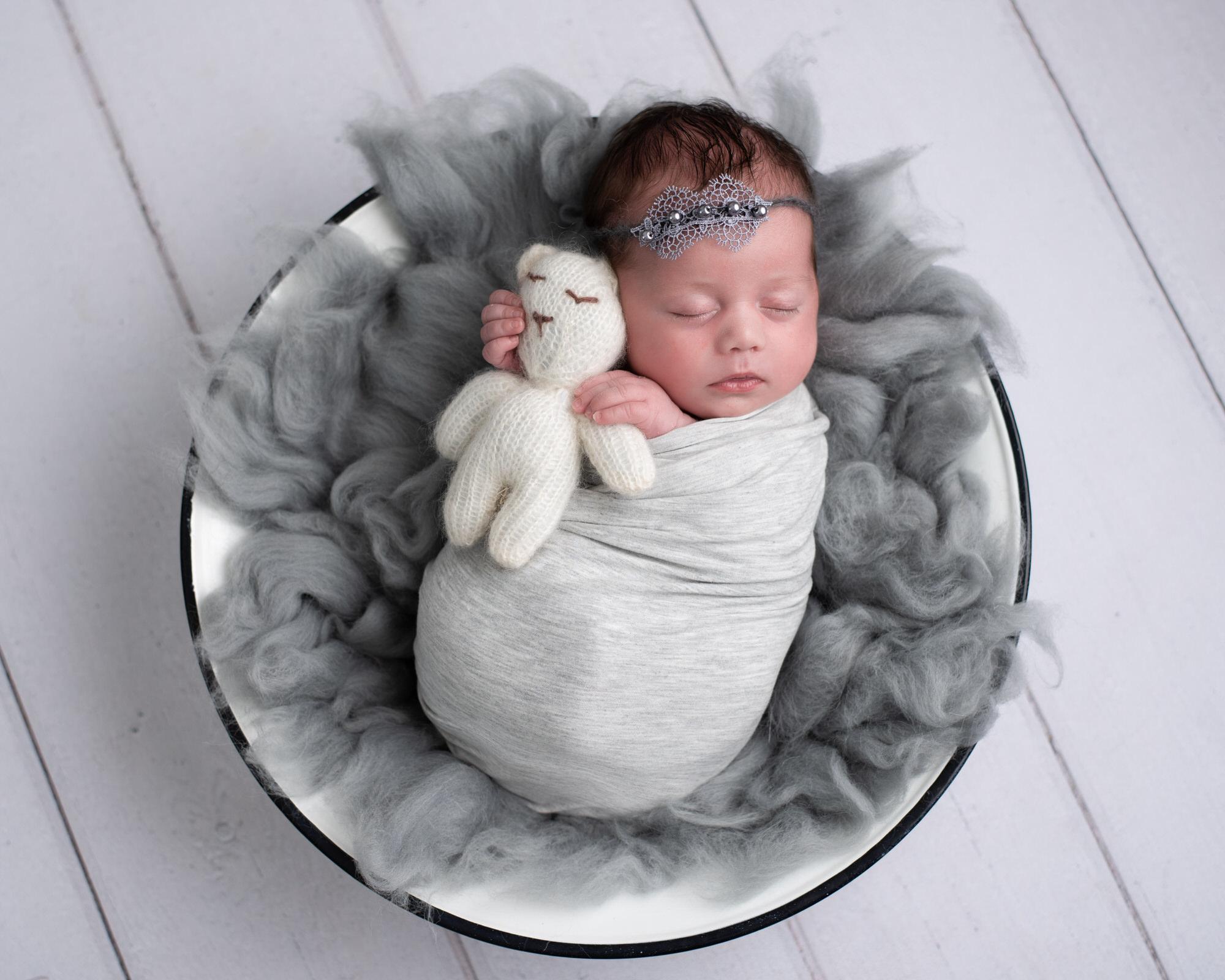 Newborn_baby_photographer_dudley_midlands_posing_in_basket