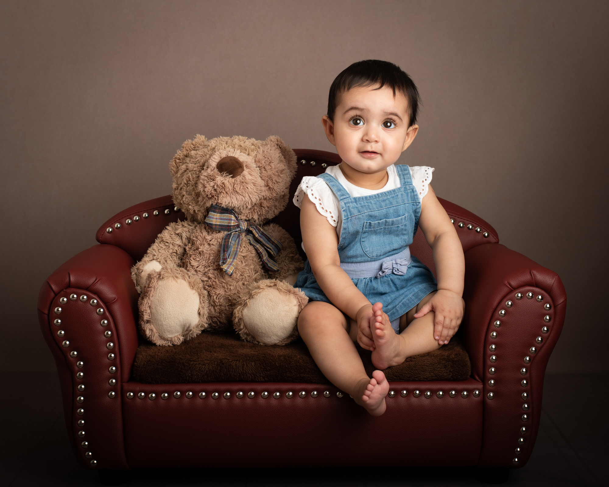 baby_photographer_dudley_midlands_sitting_on_chair