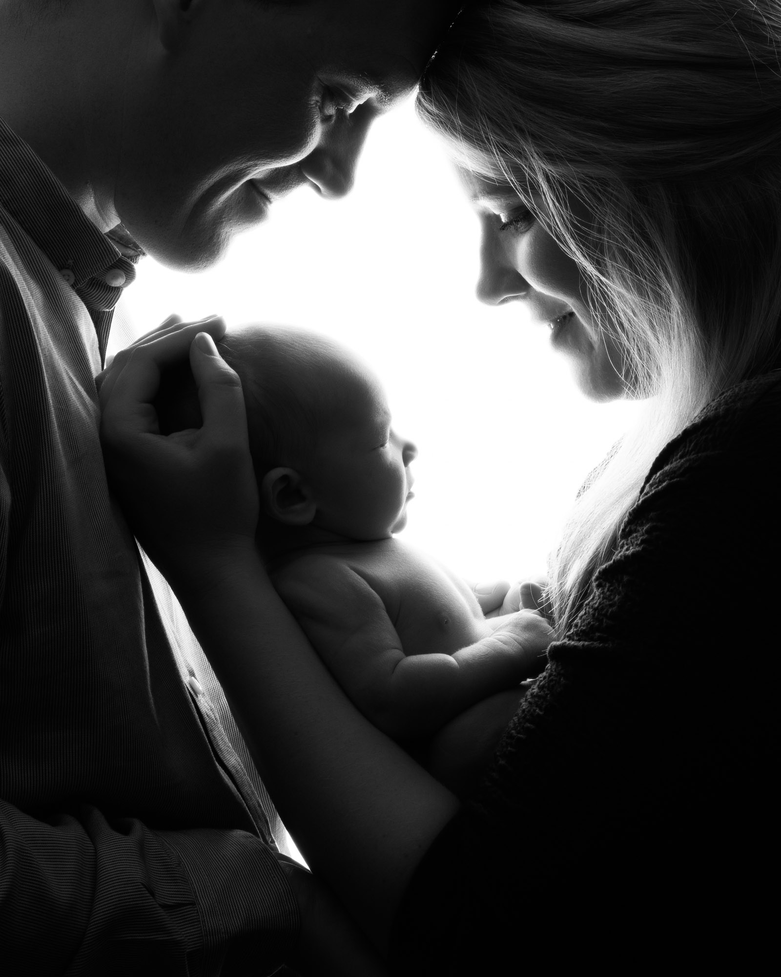 Newborn_baby_photographer_dudley_midlands_posing_with_parent