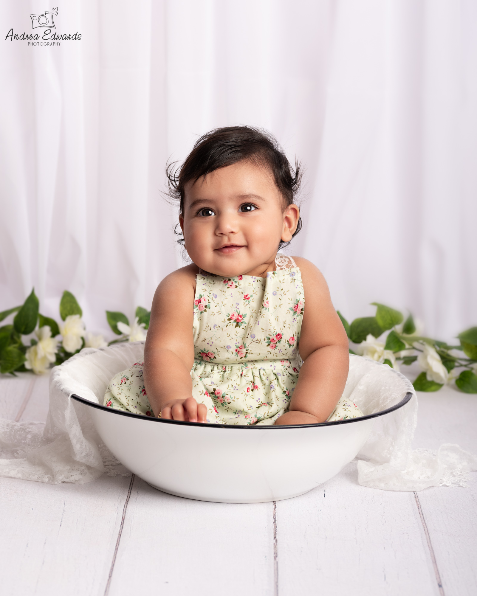 baby_photographer_dudley_midlands_sitting_in_bowl