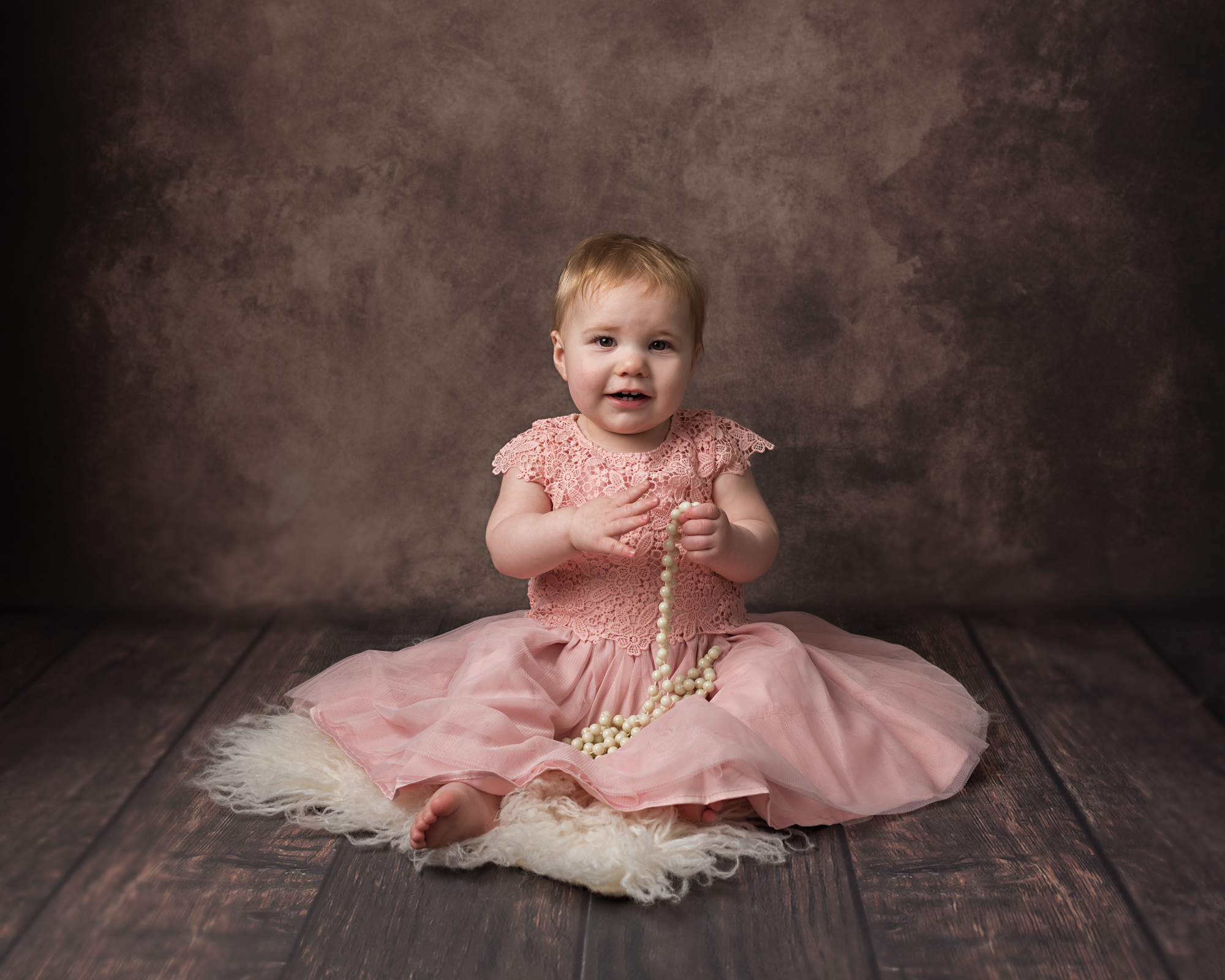 baby_photographer_dudley_midlands_sitting_on_fur